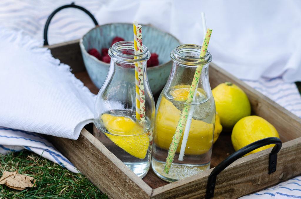 Zitronenwasser gegen den Durst bei über 30 Grad