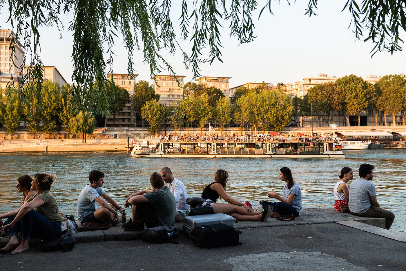 Man trifft sich am Ufer der Seine
