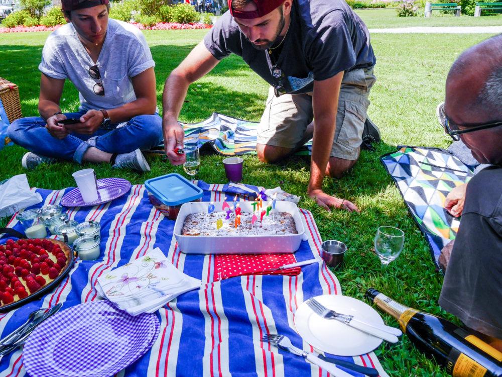 Manchmal darf's auch etwas umfangreicher sein - zum Beispiel ein Geburtstagspicknick. Mit Champagner.